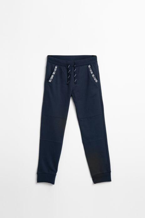 Spodnie dresowe w kolorze granatowym z aplikacją przy kieszeniach