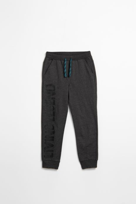 Spodnie dresowe w kolorze grafitowym z czarnym napisem na nogawce