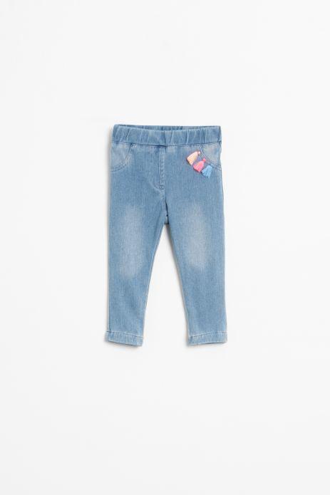 Spodnie tkaninowe w kolorze niebieskim z ozdobą przy kieszeni