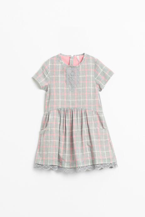 Sukienka z krótkim rekawem w kolorową kratkę wykonczona koronką